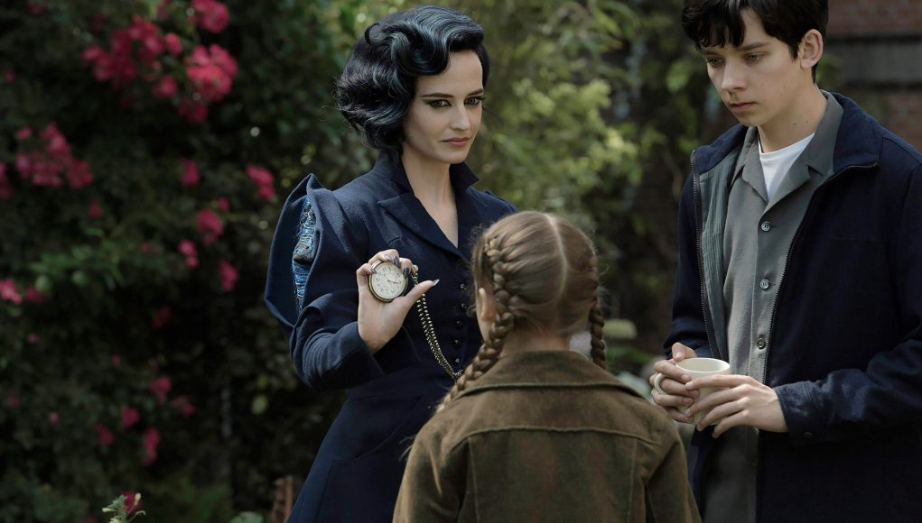 Eva Green, Asa Butterfield are posing for a picture
